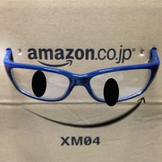 アマゾンの段ボールにメガネ180